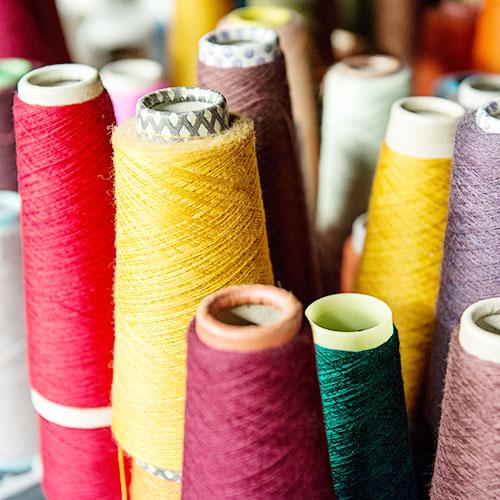 Hilos e insumos para máquinas de coser